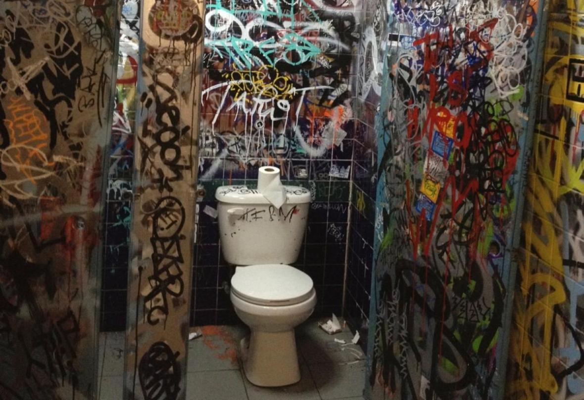 worst-bar-bathroom-in-nyc.jpg